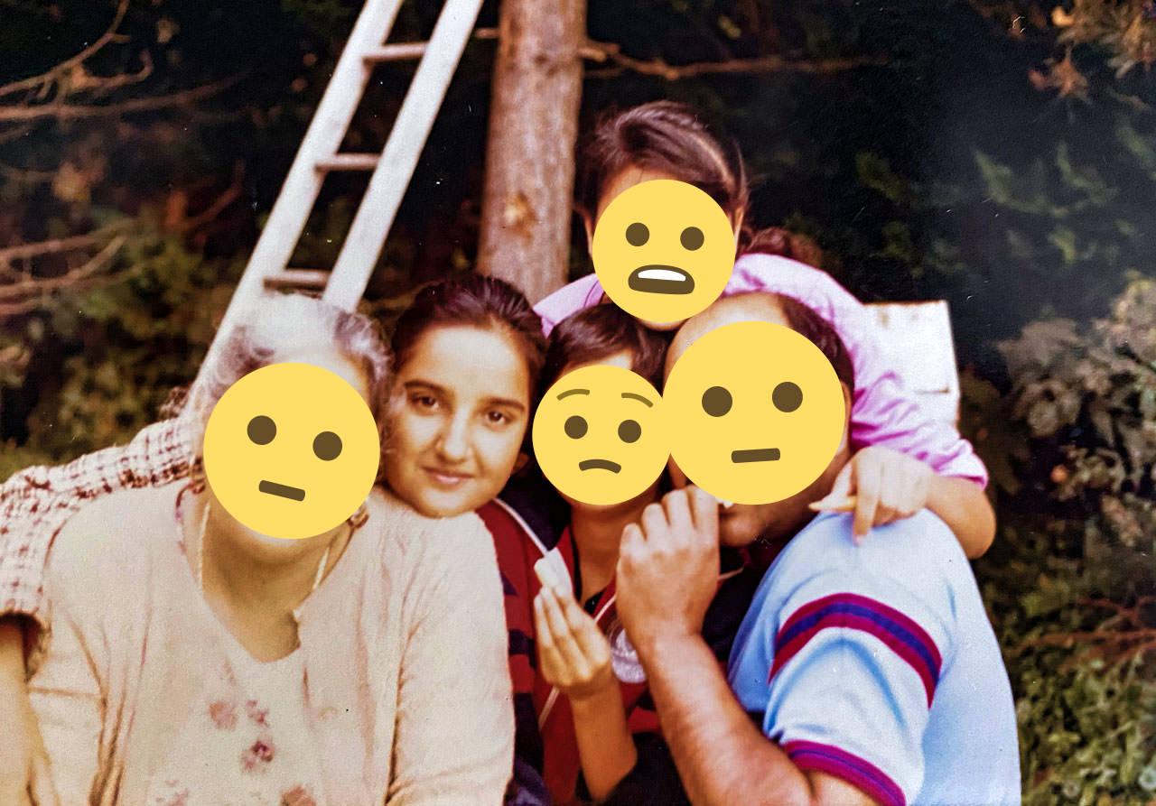sonia-old-family-emoji